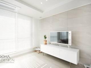 Modern living room by 로하디자인 Modern
