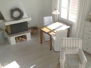 Ausstattung einer Ferienwohnung in Frankreich Wohnzimmer im Landhausstil von CreaDeco Landhaus
