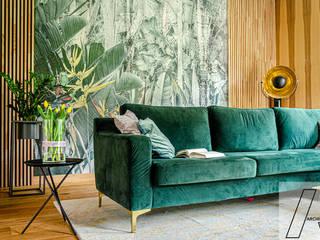 Dom w Lesie Nowoczesny salon od Architeka Nowoczesny