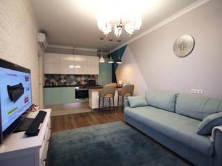 Яркий дизайн интерьера трехкомнатной квартиры (ЖК Легендарный квартал): Гостиная в . Автор – Лана Веригина ,