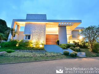 Tania Bertolucci de Souza | Arquitetos Associados منازل
