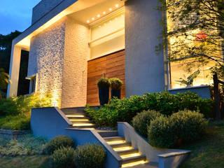 Modern houses by Tania Bertolucci de Souza | Arquitetos Associados Modern