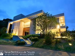 Tania Bertolucci de Souza | Arquitetos Associados Modern houses
