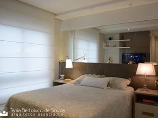 Phòng ngủ phong cách hiện đại bởi Tania Bertolucci de Souza | Arquitetos Associados Hiện đại