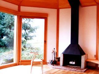 八ヶ岳の別荘ー雪童子 松井建築研究所 オリジナルデザインの リビング