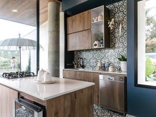 Cocinas de estilo moderno de BASSICO ARQUITECTOS Moderno Aglomerado