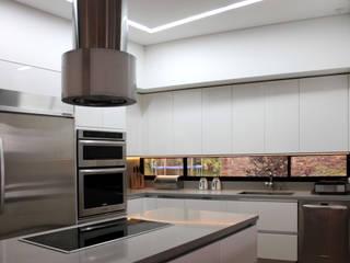 Cocinas modernas: Ideas, imágenes y decoración de BASSICO ARQUITECTOS Moderno