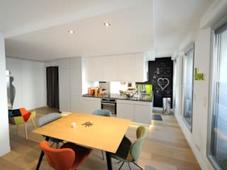 Minimalist dining room by Créateurs d'Interieur Minimalist