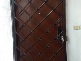 PUERTAS Y DOMOS AUTOMÁTICOS JAIMES pintu depan Besi/Baja Brown