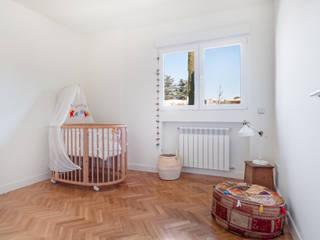 Arquigestiona Reformas S.L. Modern nursery/kids room White