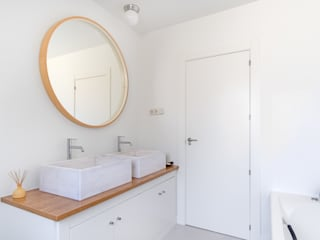 Bathroom by Arquigestiona Reformas S.L.,