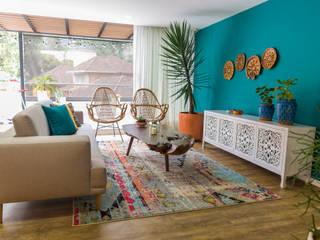 Casa de Tres Rustic style living room