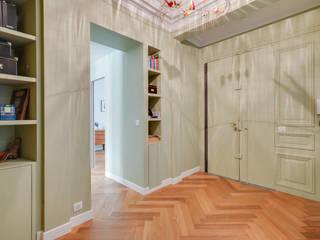 現代風玄關、走廊與階梯 根據 Agence KP 現代風
