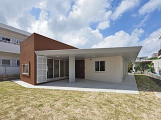 登野城の家 の プラソ建築設計事務所 モダン