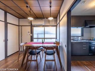 京都に新オープンのゲストハウスを撮影せせていただきました・: 富岡写真事務所が手掛けたダイニングです。,