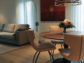 Luxe woonhuis:  Woonkamer door ZO ingericht