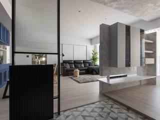 Hành lang, sảnh & cầu thang phong cách tối giản bởi 思維空間設計 Tối giản