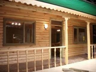 現代房屋設計點子、靈感 & 圖片 根據 günsoy orman ürünleri 現代風
