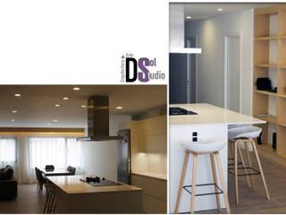 Reforma Integral de vivienda en Paseo de Chil, Gran Canaria (2018) Cocinas de estilo minimalista de DSol Studio de Arquitectura + Arte Minimalista
