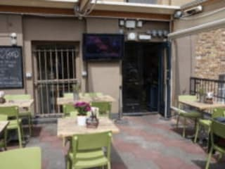 Extra Large TV Display Screens For Sports Bars, Pub Gardens & Restaurants Bar & Klub Modern Oleh Aqualite Outdoor TVs Modern