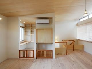 ふたりとにひきの家: 一級建築士事務所あとりえが手掛けたリビングです。