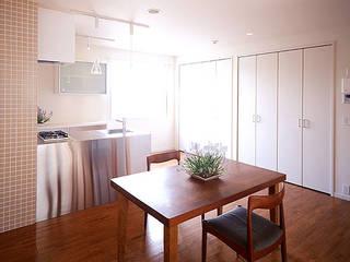 さくらアパートメント: 一級建築士事務所あとりえが手掛けたリビングです。