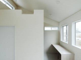 しろくてしかくい家: 一級建築士事務所あとりえが手掛けた窓です。