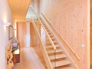 Modernes Massivholzhaus von BRUNTHALER Massivholzhaus Modern