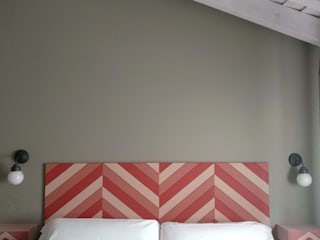 CARMITA DESIGN diseño de interiores en Madrid Спальня в средиземноморском стиле МДФ Розовый