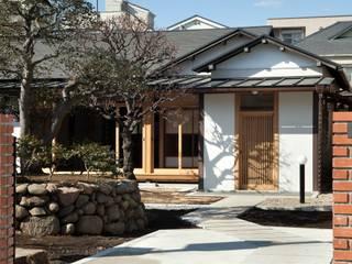 Casas ecléticas por 松井建築研究所 Eclético