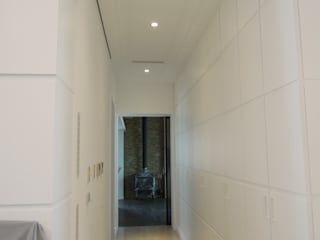 Flur, Diele & Treppenhaus im Landhausstil von houseda Landhaus Sperrholz