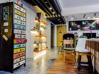 CCK Ave 3 Eclectic style corridor, hallway & stairs by Ideal Design Interior Eclectic