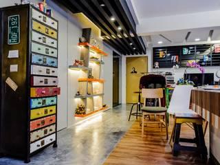 CCK Ave 3:  Corridor, hallway by Ideal Design Interior,Eclectic