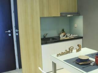 Lexington apartment:  Dapur by POWL Studio