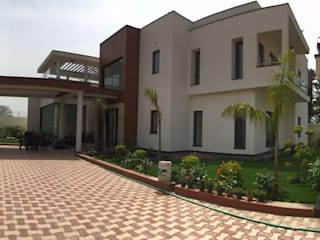 Farmhouse,Delhi:  Houses by Pheon Design Services (P) Ltd.,