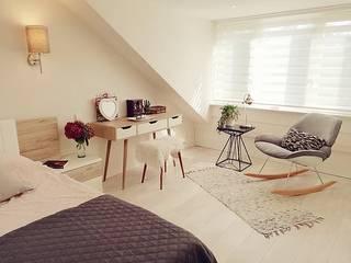 Living room & attic renovation Amstelveen:  Slaapkamer door LaTr Interior, Scandinavisch