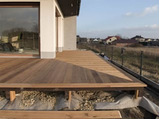 Bednarski - Usługi Ogólnobudowlane Balkon, Beranda & Teras Modern Kayu