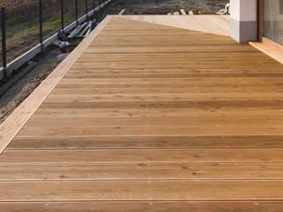 Bednarski - Usługi Ogólnobudowlane Balcones y terrazas de estilo moderno Madera