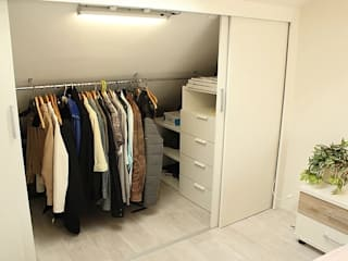 Living room & attic renovation Amstelveen:  Kleedkamer door LaTr Interior, Scandinavisch