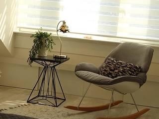 Living room & attic renovation Amstelveen:  Kleine slaapkamer door LaTr Interior, Scandinavisch