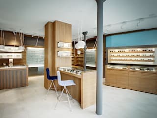 """Magasin d'optique design """"Thomas Opticien"""", dans le 5ème arrondissement à Paris.: Locaux commerciaux & Magasins de style  par Alessandra Pisi / Pisi Design Architectes, Moderne"""