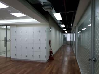 Nowoczesne domowe biuro i gabinet od Kaizen Arquitectos Nowoczesny