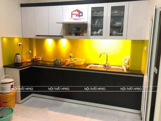 Công trình tủ bếp laminate và nội thất phòng ngủ gỗ melamine nhà chị Vân - La Phù, Hoài Đức: hiện đại  by Nội thất Hpro, Hiện đại