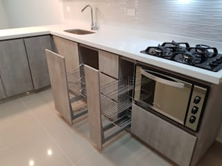 Built-in kitchens by Remodelaciones Luján, Modern