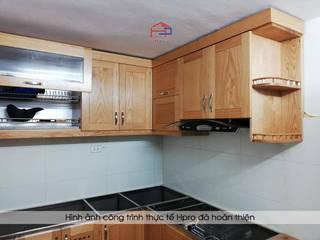 Công trình tủ bếp gỗ sồi mỹ nhà chú Lập – 111 ngách 63 ngõ 173 Hoàng Hoa Thám: hiện đại  by Nội thất Hpro, Hiện đại
