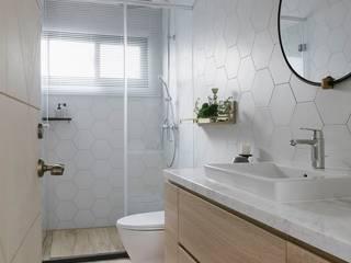 紛染.綿綿|Trochee of Tints 理絲室內設計有限公司 Ris Interior Design Co., Ltd. Minimalist bathroom Bricks White