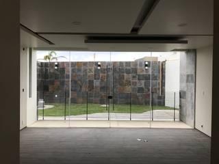 """Diseño y construcción de casa moderna de dos plantas en Marbella """"MONTBELIARDE"""" de AMSR ARQUITECTOS en Málaga Minimalista"""