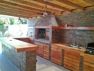 N&V diseño y construcción Moderner Balkon, Veranda & Terrasse