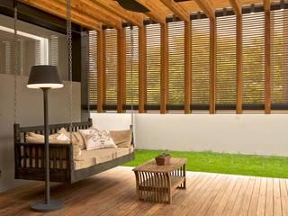 Terrazas de estilo  por Organic Decko, Moderno