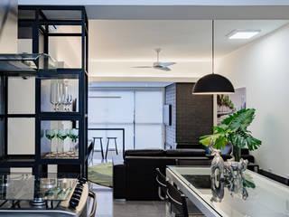 Ruang Keluarga Modern Oleh arquiteta aclaene de mello Modern